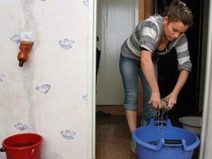 Как поступить если соседи сверху затопили квартиру и не хотя платить