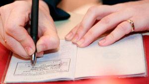 Покупка квартиры с прописанными людьми: как узнать, кто прописан, как выписать через суд