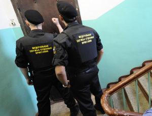 На каком основании приставы налагают арест и какие исключения есть