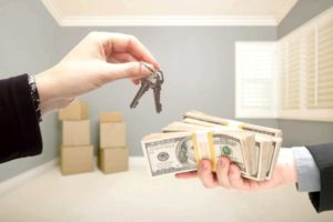Можно ли продать квартиру с прописанным человеком в 2018 году - с обременением, приватизированную